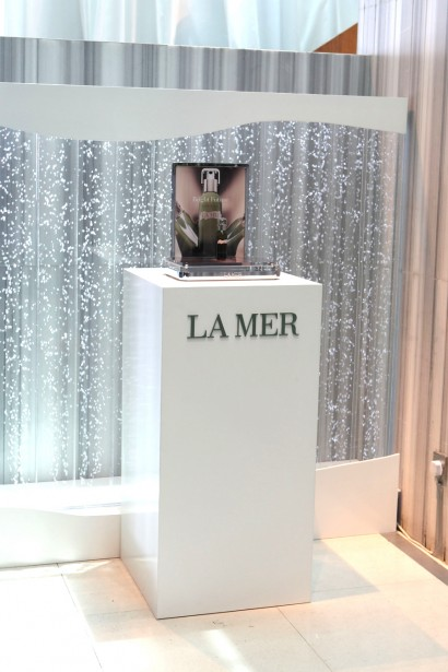 07La-Mer-Radiant-Serum-Display-Photos-900pxW-x-1350pxH.jpg