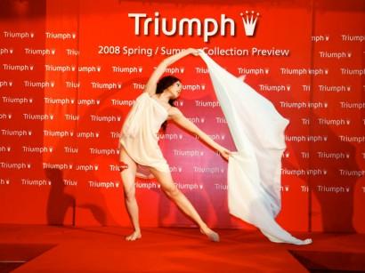06Triumph-SS08-Display-Photos-900pxW-x-675pxH.jpg